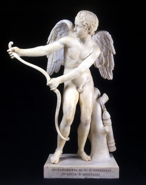 statua_di_eros_che_incorda_l_arco
